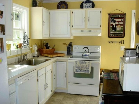 Yellow Kitchen Wall Décor Ideas