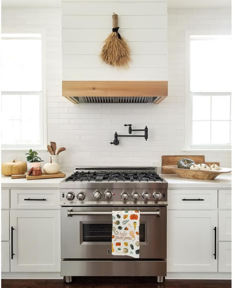 Standard Range Hood Height for Your Kitchen